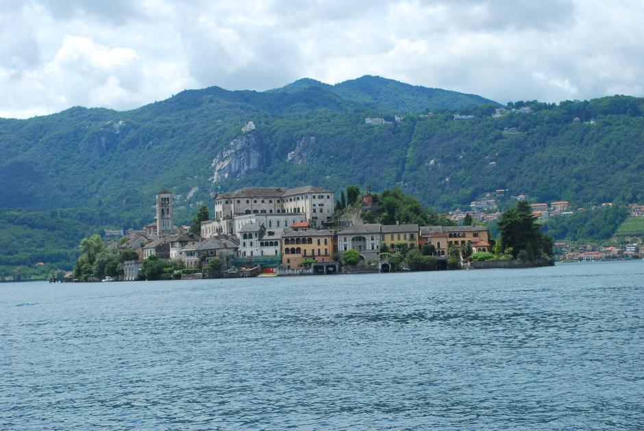 isola san giulio (c) A design