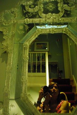 prachtige spiegels in de gang, maar heel wat trappen.