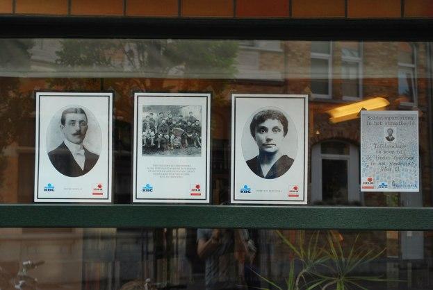 portretten van omgekomen burgers en soldaten