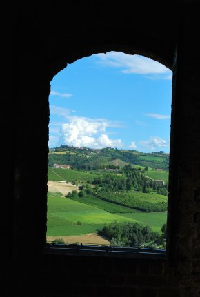 de heuvels vanaf Serralunga