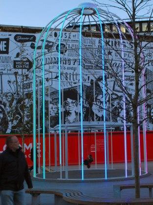 kunst in de publieke ruimte, op het plein bij King's Cross