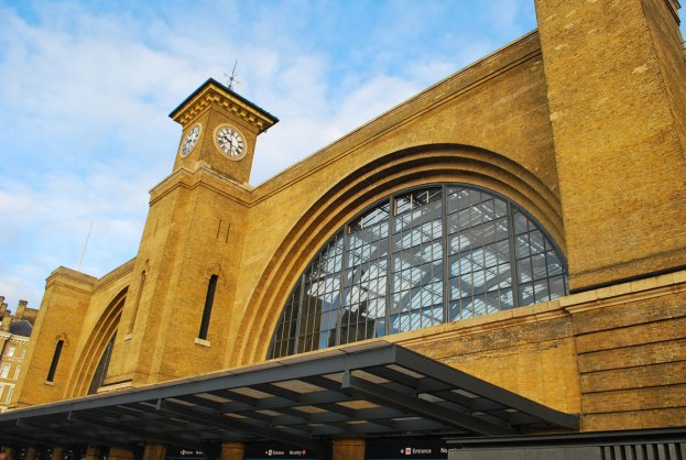 King's Cross railwaystation vlak ernaast