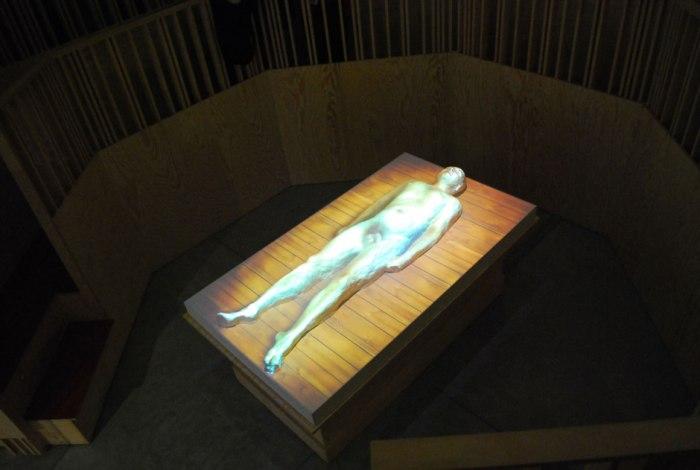 klaar voor de virtuele dissectie in het anatomisch theatertje
