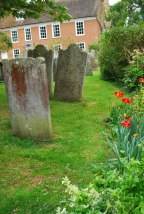 het kerkhof is in Engeland vaak nog een 'tuin'