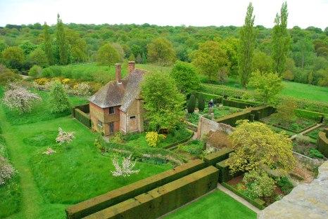 the South Cottage en de rozentuin
