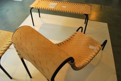 houten stoelen die buigzaam als leer lijken, van Valentin van Ravenstyn