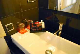 madrid_roommatemario_bathroom
