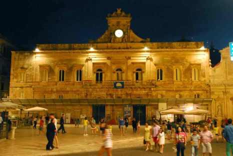 plein voor het gemeentehuis