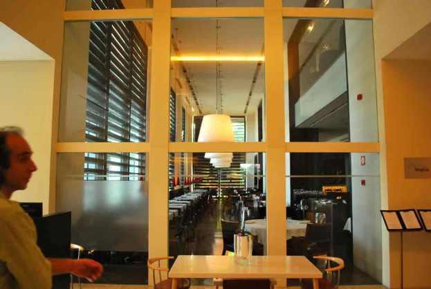 het restaurant, ingericht door Christian Liaigre