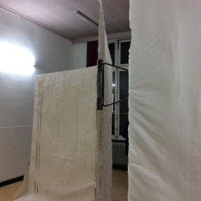 Brecht Heytens' sculpturen zijn onlosmakelijk verbonden met de locatie.
